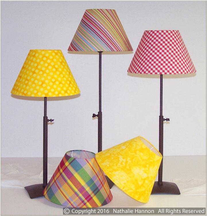 Abat-jour en tissus imprimés rayures, pois et carreaux pour pieds de lampes par Nathalie Hannon styliste